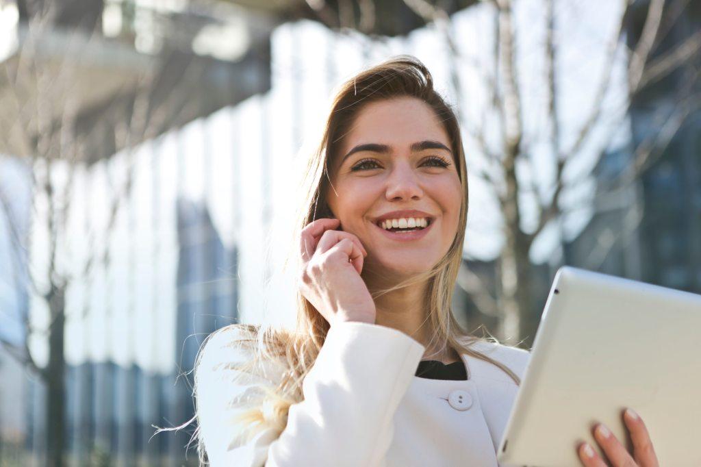 businesswoman-call-career-789822